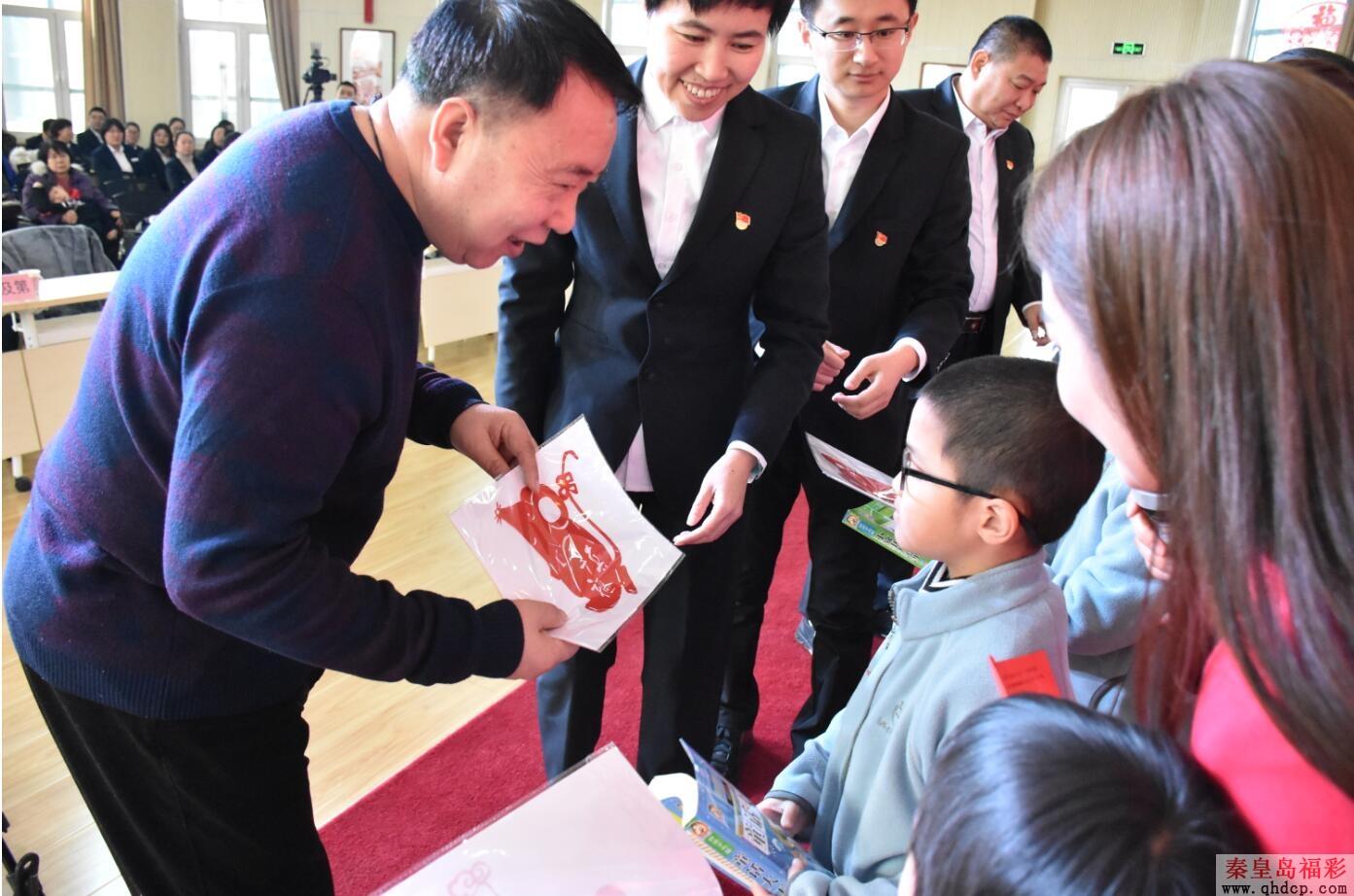 """""""爱在你身边""""公益活动 市民政局福彩中心与老人孩子共迎新年"""